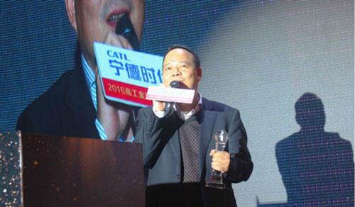 Tỷ phú Zeng Yuqun là chủ tịch của Tập đoàn công nghệ CATL (Contemporary Amperex Technology), nhà sản xuất pin điện hàng đầu ở Trung Quốc. Các khách hàng nổi tiếng của CATL bao gồm Daimler, Toyota, BMW và Volvo. Ông Zeng cùng với 3 thành viên khác trong hội đồng quản trị CATL đã kiếm được tổng cộng 16,7 tỷ USD từ thị trường pin điện toàn cầu. Ảnh: Energy Post.