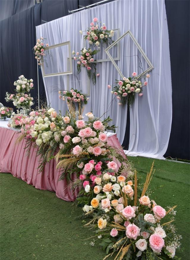 Nhà Duy Mạnh dựng rạp hoành tráng, chuẩn bị nước rửa tay cho khách dự cưới - 12
