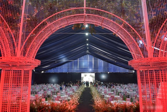 Nhà Duy Mạnh dựng rạp hoành tráng, chuẩn bị nước rửa tay cho khách dự cưới - 15