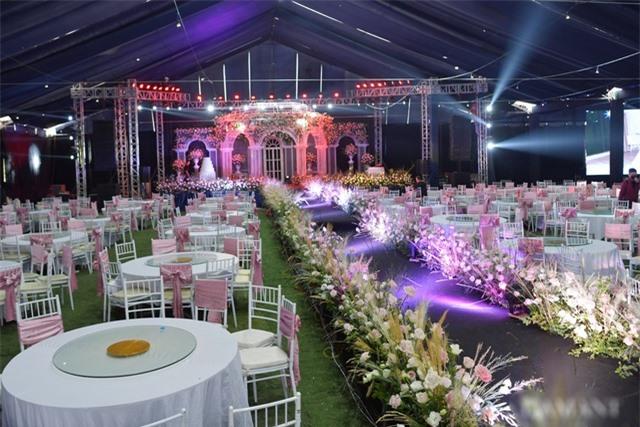 Nhà Duy Mạnh dựng rạp hoành tráng, chuẩn bị nước rửa tay cho khách dự cưới - 17