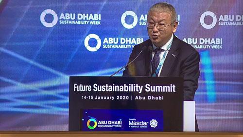 Chủ tịch của Tập đoàn năng lượng Longi - Li Zhenguo - cùng 2 thành viên khác trong ban quản trị kiếm được tổng cộng 3,4 tỷ USD nhờ vào việc sản xuất các sản phẩm chạy bằng năng lượng mặt trời. Ảnh: Solar Quarter.