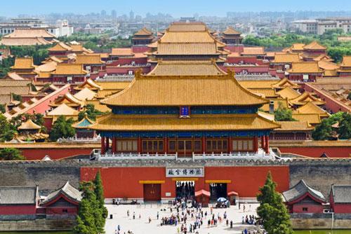 Nằm giữa thủ đô Bắc Kinh, Tử Cấm Thành hay còn gọi Cố Cung là địa điểm du lịch nổi tiếng thế giới. Vua chúa Trung Quốc và hậu cung từ triều Minh cho tới cuối nhà Thanh sống tại nơi này trong suốt nhiều thế kỷ.