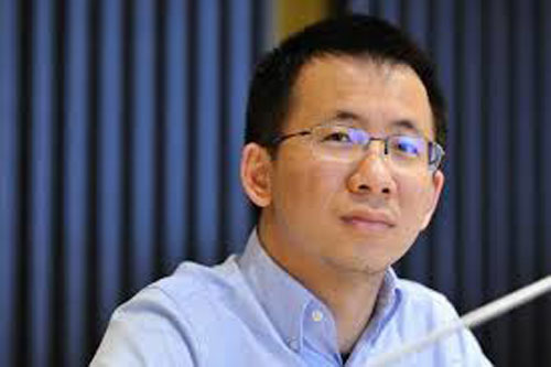 Zhang Yiming (Tài sản: 16,2 tỷ USD, nguồn tài sản: ByteDance, năm sinh: 1984): Zhang Yiming là người sáng lập, chủ tịch của ByteDance, một trong những nền tảng nội dung truyền thông lớn nhất Trung Quốc. Năm 2018, ByteDance được định giá 75 tỷ USD, là một trong những startup giá trị nhất thế giới. Công ty này nổi tiếng với ứng dụng tin tức Toutiao và ứng dụng video xã hội TikTok. Dù là một trong những người giàu nhất Trung Quốc. Zhang Yiming, khá kín tiếng về cuộc sống cá nhân. Chỉ riêng trong năm 2018, tài sản của ông tăng thêm 12 tỷ USD. Ảnh: Bloomberg.