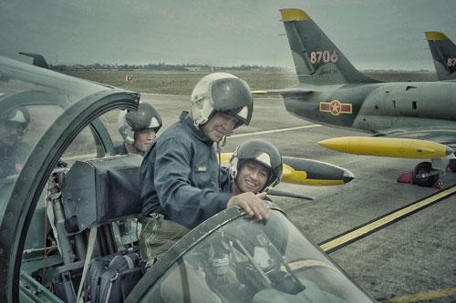 L-39 Albatros là loại máy bay phản lực huấn luyện của không quân Việt Nam. Mọi phi công chiến đấu của lực lượng không quân nếu muốn được trèo vào khoang lái của Su-22, Su-27 hay Su-30 trước hết đều phải bay