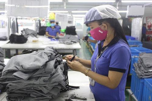 Nhiều doanh nghiệp dệt may đang rơi vào tình cảnh khan hiếm nguyên phụ liệu (Ảnh: Interent)