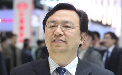 Tỷ phú Wang Chuanfu thành lập BYD vào năm 1995 và đây hiện là nhà sản xuất xe điện lớn nhất Trung Quốc với doanh thu 122 tỷ NDT (khoảng 18 tỷ USD) vào năm 2018. Các phương tiện thân thiện với môi trường này đem lại cho riêng ông 2,4 tỷ USD. Ảnh: Forbes.