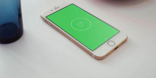 iOS hỗ trợ người dùng một tính năng khá hữu ích là ứng dụng đo độ cân bằng. Chỉ cần vào phần La bàn (compass), sau đó vuốt qua trái, ứng dụng cân bằng sẽ xuất hiện. Ứng dụng này rất tiện lợi trong việc treo tranh ảnh hoặc kiểm tra độ cân bằng của mặt bàn.