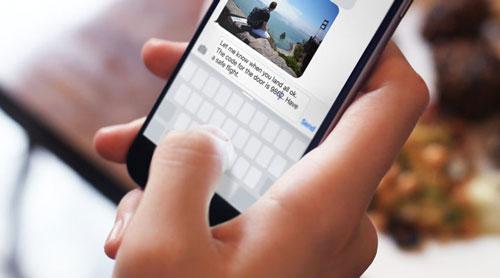 Thông thường, khi soạn thảo văn bản, để thay đổi vị trí con chuột người dùng cần chạm vào đúng điểm mong muốn. Tuy nhiên, đôi lúc nó lại không hoạt động hoàn toàn chính xác. Chỉ cần nhấn và giữ ngón tay trên bàn phím ảo, những chiếc iPhone có hỗ trợ 3D Touch sẽ biến khu vực này thành trackpad cho phép người dùng di chuyển con trỏ đến vị trí bất kỳ nhanh chóng.