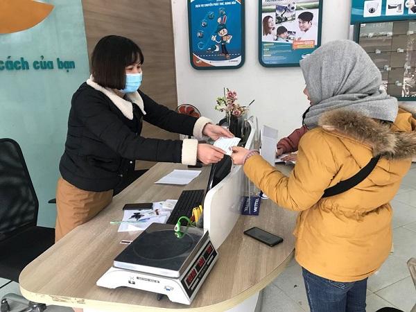 Các doanh nghiệp bưu chính được phép vận chuyển trang thiết bị y tế ra nước ngoài vì mục đích nhân đạo. Nguồn ảnh Viettel Post