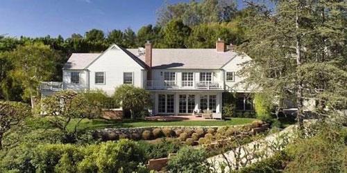Năm 2016, cả 2 cùng mua một căn biệt thự trị giá 12 triệu USD, rộng hơn 665 m2 ở khu Brentwood, Los Angeles để xây dựng tổ ấm. Ảnh: Zillow.