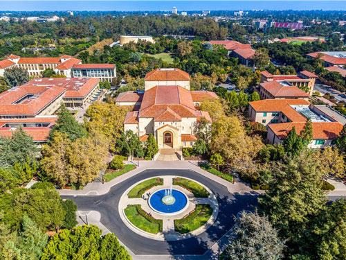 Vị tỷ phú trẻ tuổi theo học ngành thiết kế sản phẩm tại Đại học Stanford, nơi anh có cơ hội nghe những buổi trò chuyện của các CEO công nghệ nổi tiếng. Tại đây, anh đã gặp 2 nhà đồng sáng lập khác của Snapchat là Reggie Brown và Bobby Murphy. Ảnh: Shutterstock.