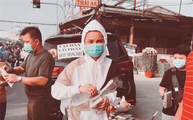 Sao Việt đi đâu, làm gì giữa dịch cúm corona? - 13