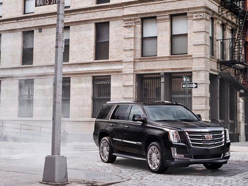 CEO của Snap sinh sống trong một gia đình giàu có và được cha mẹ tặng cho một chiếc xe Cadillac sang trọng khi anh chỉ mới 16 tuổi. Cũng trong khoảng thời gian này, Spiegel làm thực tập sinh cho Red Bull. Ảnh: Cadillac.