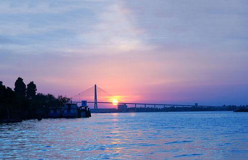 Nối liền sông Tiền với sông Hậu là sông Vàm Nao (ranh giới giữa hai huyện Chợ Mới và Phú Tân của An Giang). Ảnh: Mr8thanh.