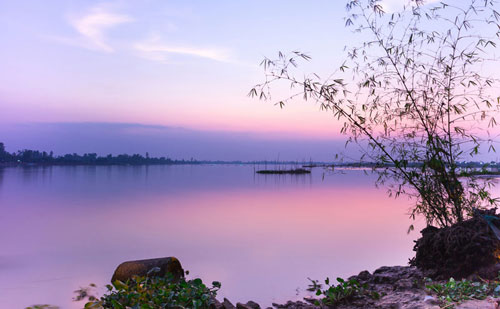 Sông Tiền chảy từ Phnom Penh, qua Kandal và dọc theo ranh giới tự nhiên giữa tỉnh Prey Veng (tả ngạn - bở bắc) và Kandal (hữu ngạn - bờ Nam). Ảnh: Cuong Do.