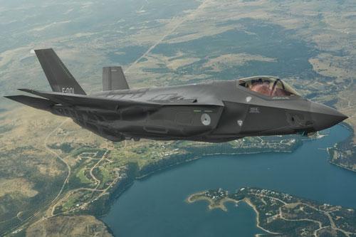 Hai tờ báo nổi tiếng Gizmodo và Business Insider của Mỹ đã đăng tải loạt bài viết về những nhận định của Lầu Năm Góc về các lỗi mà cơ quan này tổng hợp được có liên quan tới tiêm kích F-35.