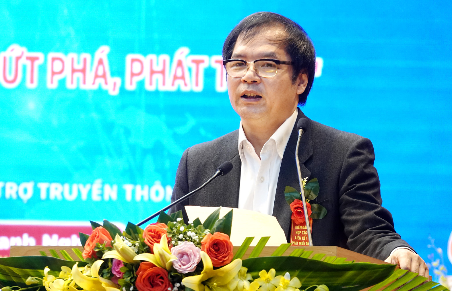 Dr. To Hoai Nam - Vice Chairman of VINASME speaks at the Forum.