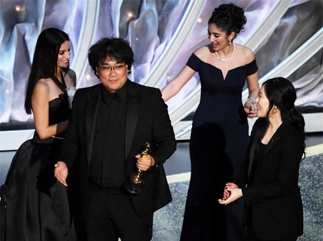 """Nghệ sĩ Việt bày tỏ cảm xúc khi """"Ký sinh trùng"""" thắng lớn tại Oscar 2020 - 3"""