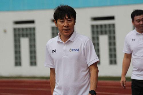 HLV Shin Tae-yong nhận nhiệm vụ dẫn dắt ĐT Indonesia sau sự ra đi của Simon McMenemy.