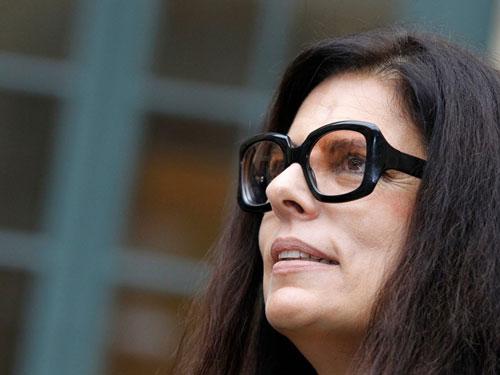 Françoise Bettencourt Meyers, cháu gái duy nhất của người sáng lập hãng mỹ phẩm Pháp L'Oreal, hiện là nữ tỷ phú giàu nhất thế giới với khối tài sản 56,3 tỷ USD. Tuy nhiên, cuộc đời bà trải qua nhiều thăng trầm, trong đó nốt trầm lớn nhất là cuộc chiến pháp lý giành quyền thừa kế kéo dài cả thập kỷ với bạn thân của mẹ mình. Không giống những người thừa kế tỷ USD thông thường, bà Bettencourt Meyers tập trung vào sự nghiệp văn học. Ảnh: Getty Images.