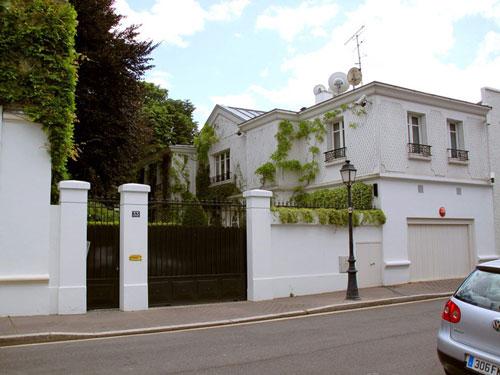 Bà Bettencourt Meyers được thừa kế hàng chục tỷ USD khi mẹ bà qua đời vào năm 2017, cùng nhiều tài sản giá trị như dinh thự ở ngoại ô Paris này. Ảnh: AFP.