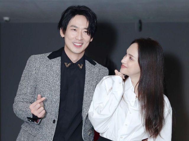 Tuấn Trần tình tứ cùng Hương Giang trong sự kiện ra mắt phim