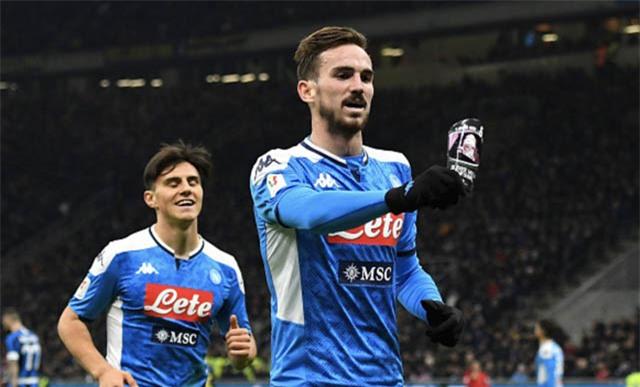 Ruiz ăn mừng bàn thắng vào lưới Inter