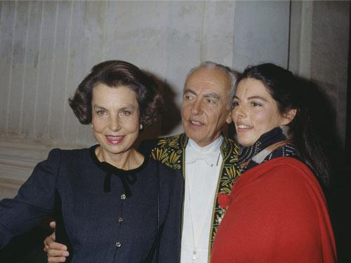 Eugene Schueller, người người sáng lập L'Oreal, và chồng phát minh ra công thức nhuộm tóc mới vào năm 1908, được gọi là L'Oreal. Sản phẩm này giúp họ trở nên vô cùng giàu có. Năm 1957, con gái họ, Liliane Bettencourt, được thừa kế toàn bộ gia nghiệp. Chồng của bà Liliane Bettencourt - ông André - khi đó là một chính trị gia ở Pháp. Gia đình Bettencourt nổi tiếng trong giới thượng lưu Pháp với lối sống xa hoa. Tuy nhiên, con gái họ - Bettencourt Meyers - chưa bao giờ chạy theo lối sống xa hoa giống cha mẹ mình. Bà thích chơi piano và viết lách, theo tờ Vanity Fair. Ảnh: Getty Images.