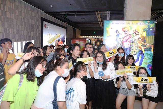 Tuấn Trần và các fan hâm mộ
