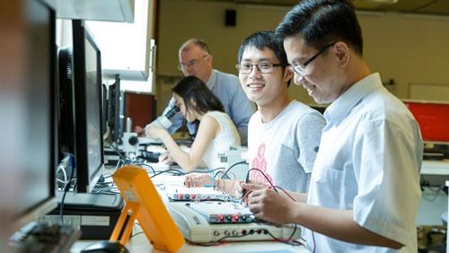 Trong thời đại 4.0, nhân sự có chuyên môn về công nghệ được rất nhiều doanh nghiệp săn lùng.