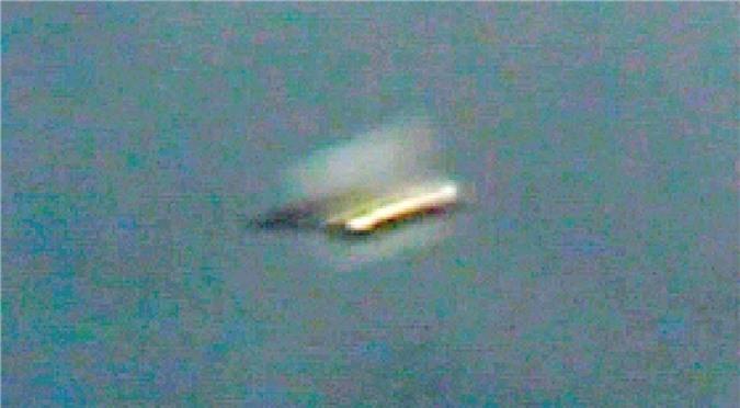 Nhan chung o ke lai chuyen UFO tu tren troi roi xuong dat-Hinh-3