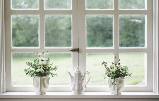 Không mở cửa sổ ra nơi hung địa