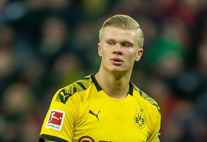 Haaland cập bến Dortmund sau nhiều tin đồn liên quan tới việc anh sẽ chơi cho MU. Ảnh: Getty.