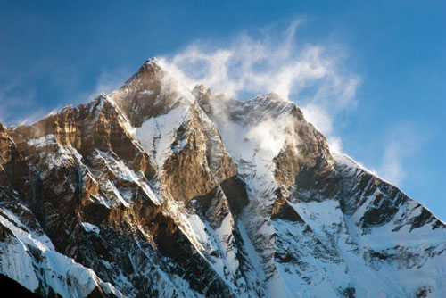Lhotse (chiều cao: 8.516m). Thuộc Khumbu Himalaya, biên giới Nepal và Trung Quốc.