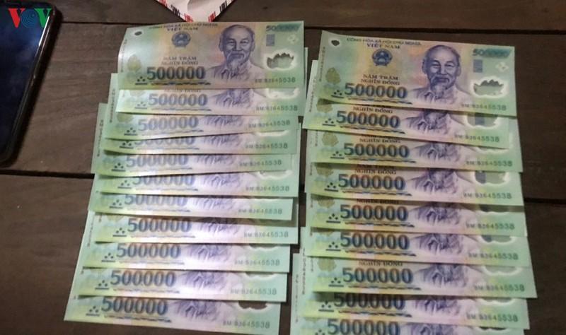 Tiền mệnh giá 500.000 đồng in giả bị công an thu giữ.