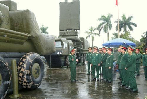 Nhà máy Z176 của Việt Nam vừa nghiên cứu và tự chế tạo thành công các tổ hợp vũ khí bơm hơi để phục vụ cho chiến thuật nghi binh. Nguồn ảnh: CtyTNHH76.