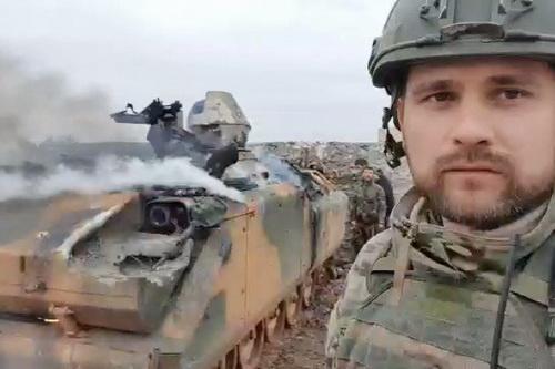Xe bọc thép chở quân ACV-15 Thổ Nhĩ Kỳ cung cấp cho phiến quân bị đốt cháy. Ảnh: Al Masdar News.