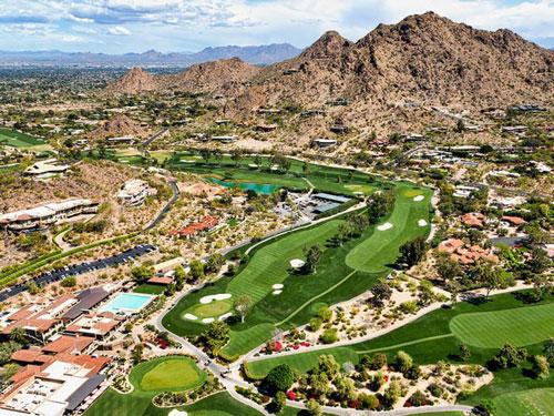 Ông sở hữu một căn biệt thự ở thung lũng Paradise, bang Arizona, gần chân núi Camelback. Ảnh: Shutterstock.