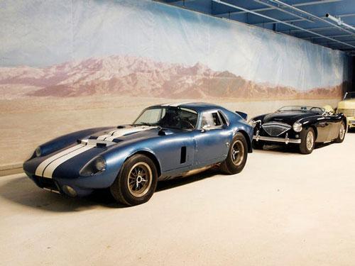 Rob Walton sở hữu một bộ sưu tập xe hơi cổ điển đồ sộ. Ông từng lái một chiếc Daytona Coupe trị giá 15 triệu USD và làm hỏng nó vào năm 2013. Ảnh: AP.