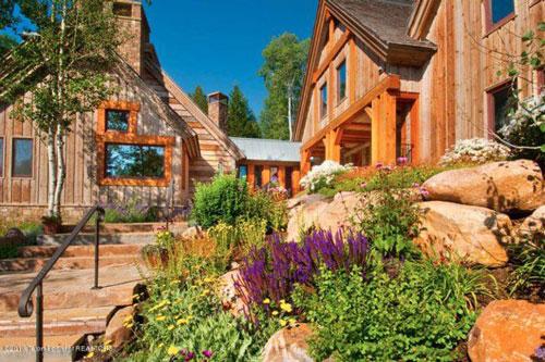Ông cùng vợ sở hữu một căn biệt thự ở thành phố Jackson, bang Wyoming cùng một trang trại trị giá 40 triệu USD. Ảnh: Realtor.