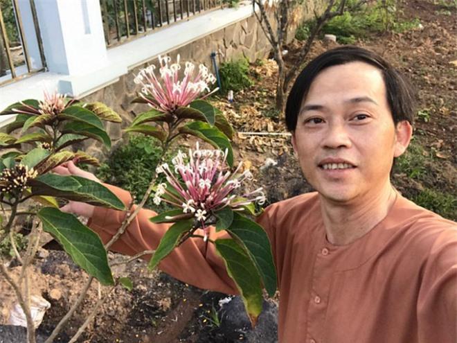 sau-hai-nam-han-che-moi-hoat-dong-showbiz-cuoc-song-o-tuoi-51-cua-danh-hai-hoai-linh-thay-doi-the-nao-7-ngoisao.vn-w680-h510 4