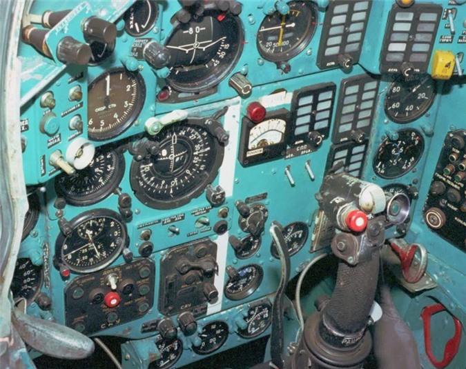 Canh tuong bat ngo trong cabin tiem kich nhanh nhat the gioi-Hinh-5