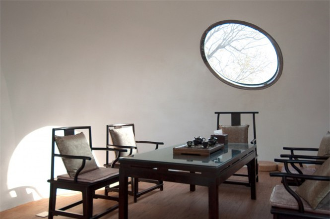 Nhà mái hình 'bong bóng' bằng thép không gỉ nổi bật trong khu phố cổ  - ảnh 6