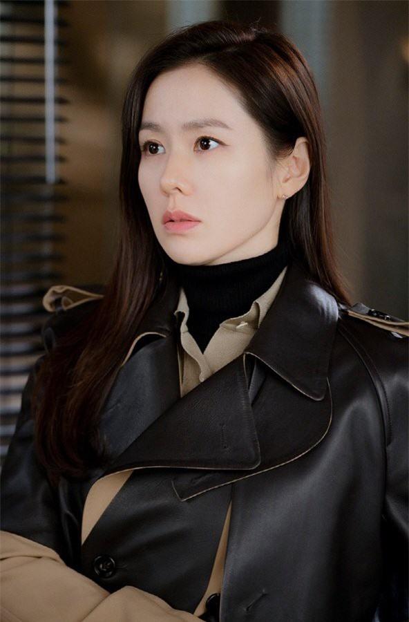 "nhan sac khong tuoi cua  ""chi dep"" son ye jin trong ""ha canh noi anh"" hinh 2"