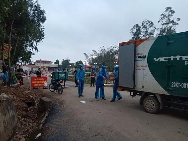 Viettel Post dùng hệ sinh thái để đưa hàng cứu trợ vào xã Sơn Lôi đang bị cách ly dịch