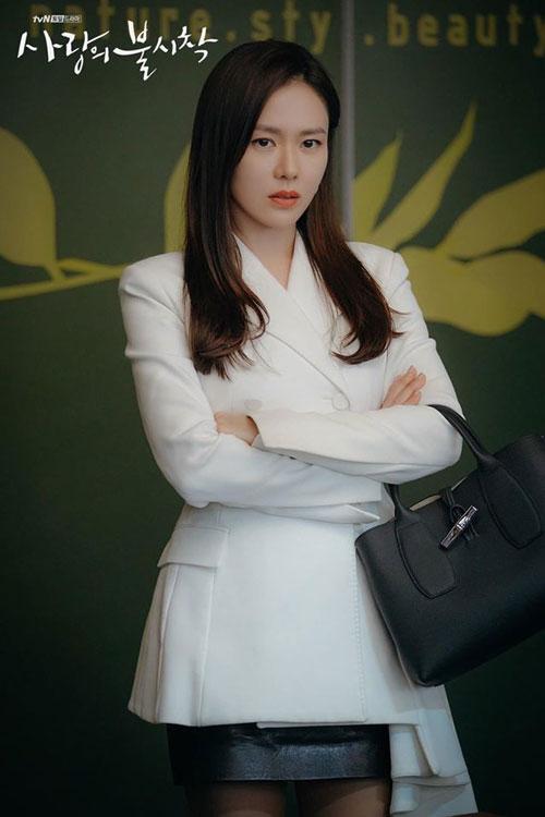 """Bộ phim truyền hình """"Crash landing on you"""" trở thành một trong những bộ phim đình đám nhất với sự tham gia của dàn diễn viên đình đám Hàn Quốc trong đó có """"chị đẹp"""" Son Ye Jin."""
