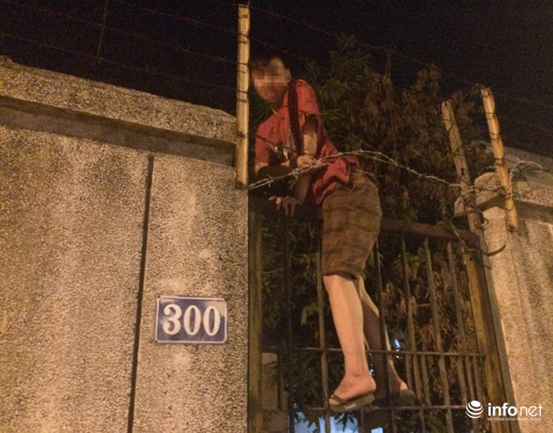 """Những thanh niên đột nhập vào """"nhà ma"""" trên đường Kim Mã vào tối ngày 16/8."""