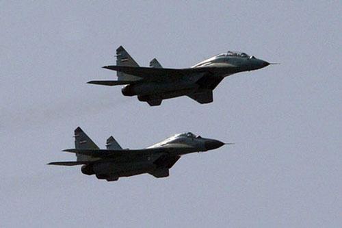 Năm 1986, Syria đã được Liên Xô viện trợ 24 chiếc máy bay tiêm kích MiG-29. Việc chuyển giao được bắt đầu từ năm 1987. Ngoài ra nước này cũng đặt mua một số lượng khác từ Liên Xô, ước tính tổng cộng vào khoảng hơn 40 chiếc.