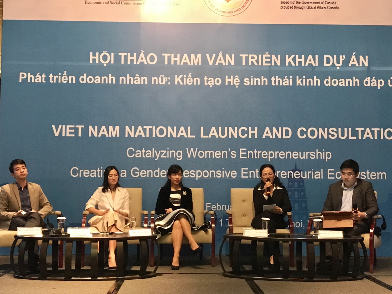 The speakers answered questions from businesswomen. Photo: Hoang Lan