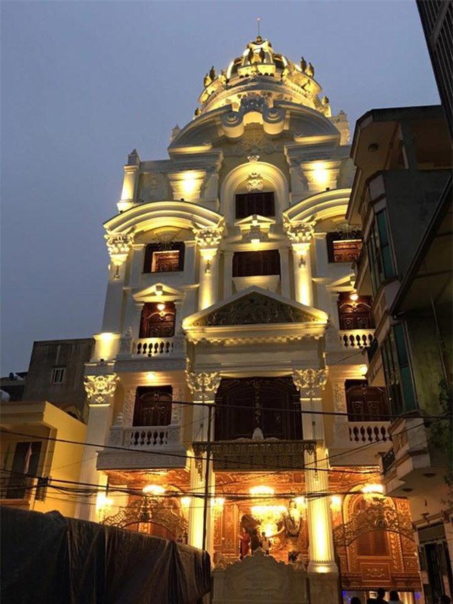 4 đại gia Việt giàu kếch xù, mạnh tay bỏ ra hàng trăm tỷ đồng xây biệt thự dát vàng - 4